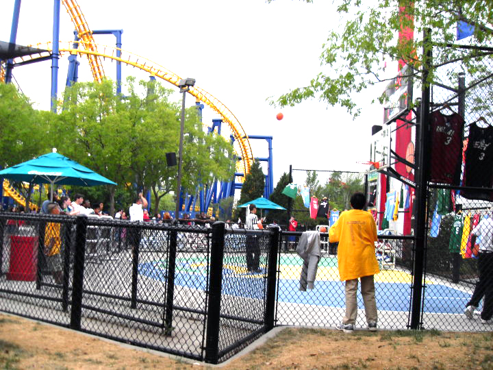 Carowinds Teen Employee is Assaulted by 5 Youth Outside